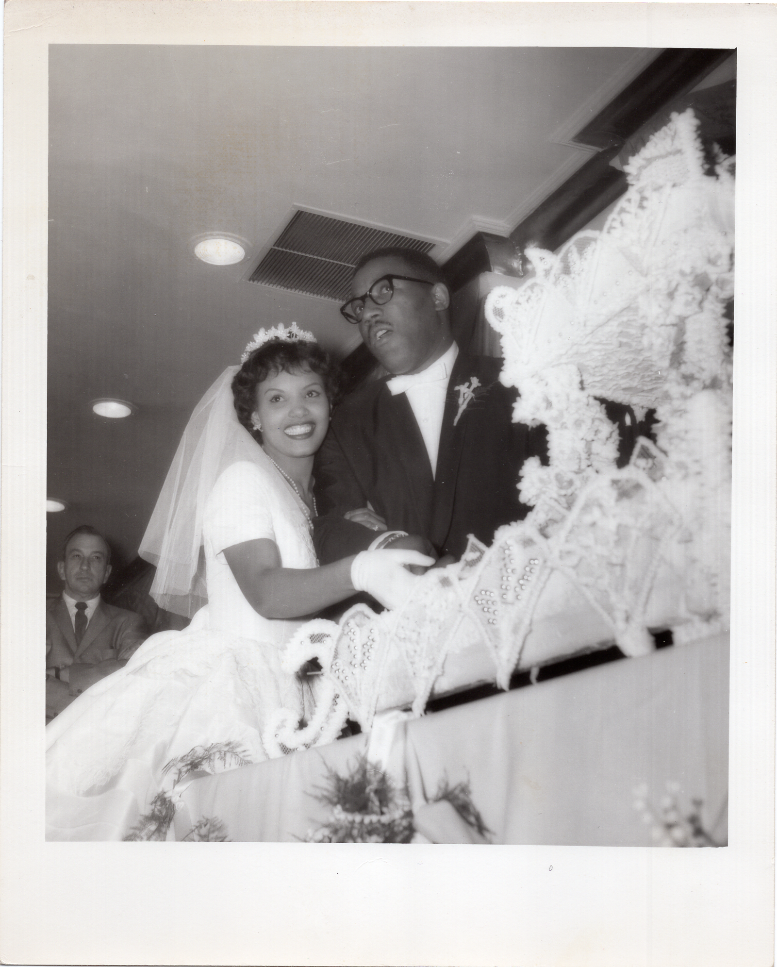 Lourdes Guerrero and her newly wedded husband cutting their wedding cake on May of 1960. Courtesy of Lourdes Guerrero Otis